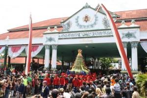 Visit the Yogyakarta Sultans palace
